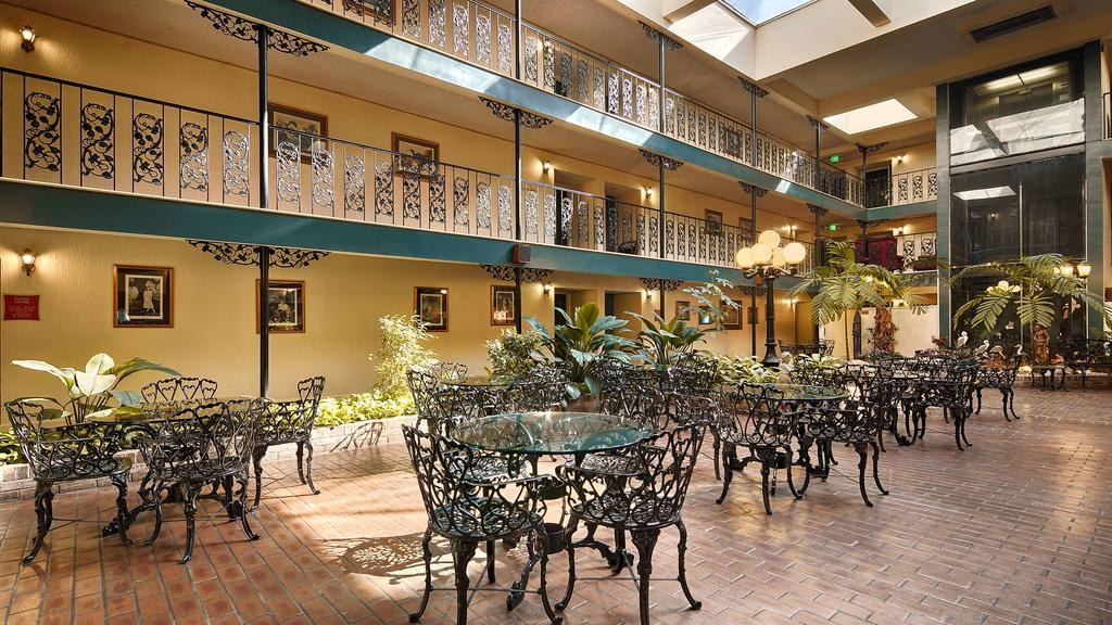 Chateau Louisiana Suite - Dinning Area