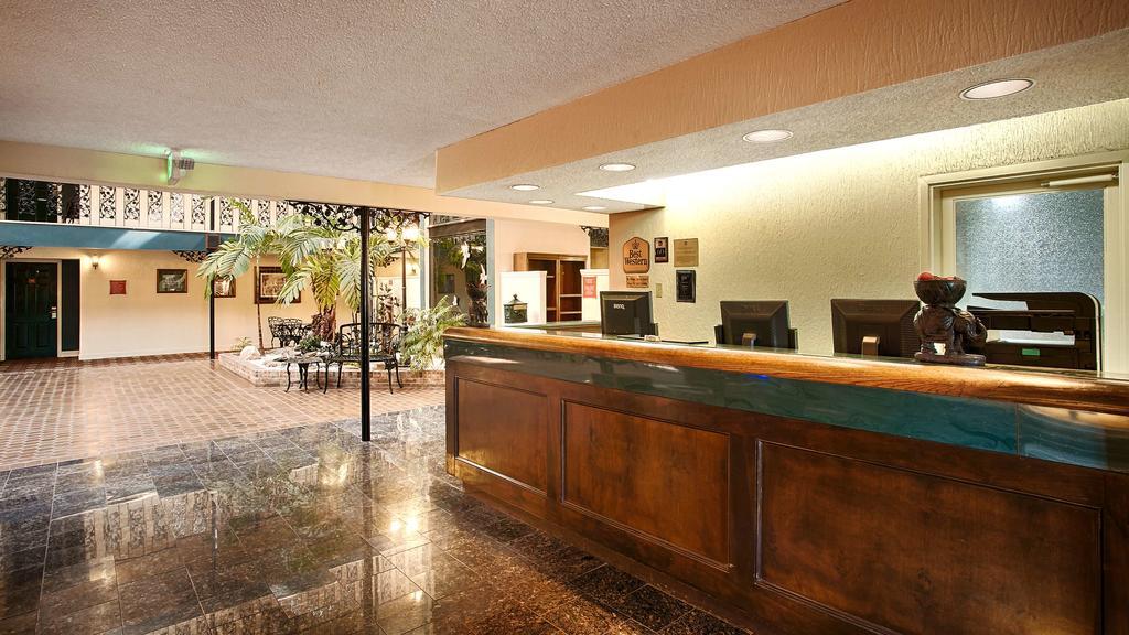 Chateau Louisiana Suite - Lobby
