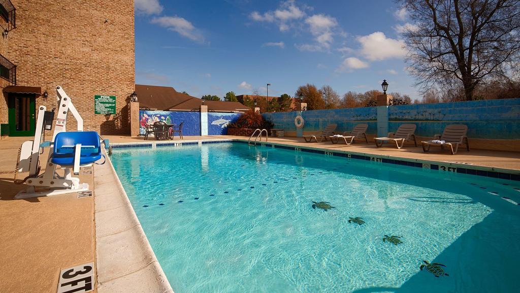 Chateau Louisiana Suite - Outdoor Pool