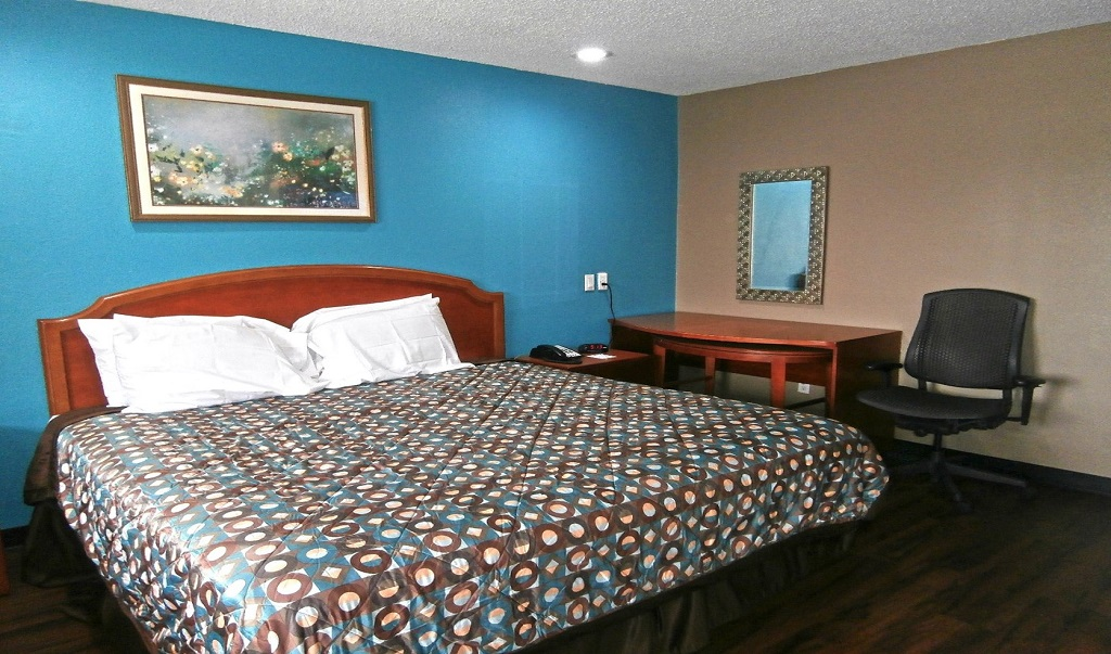 Americas Best Value Inn Savannah - King Bed Room-1