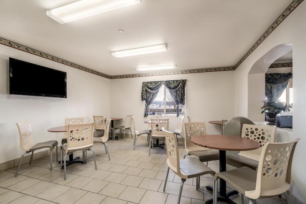 Americas Best Value Inn Green River - Breakfast Area-1