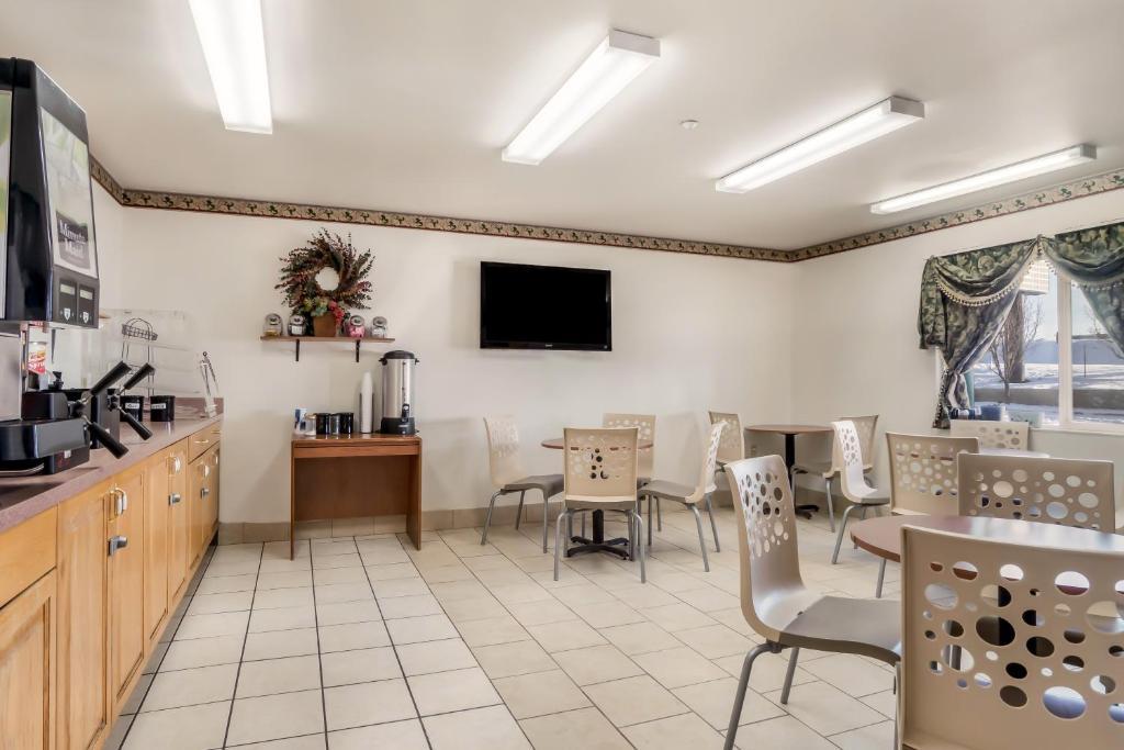 Americas Best Value Inn Green River - Breakfast Area-2