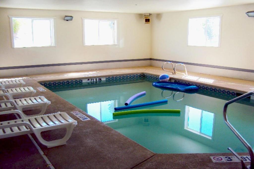 Americas Best Value Inn Green River - Indoor Pool