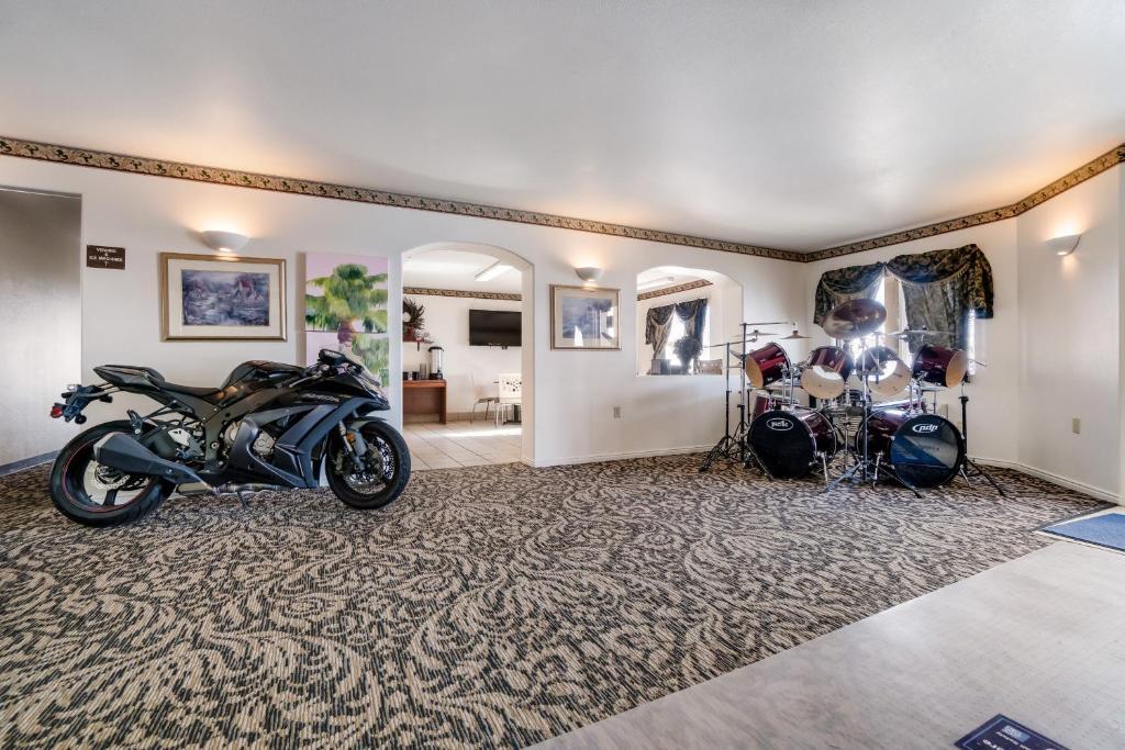 Americas Best Value Inn Green River - Lobby Area-2