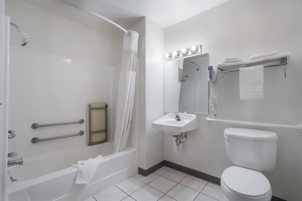 Americas Best Value Inn Green River - Bathroom