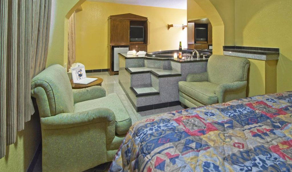 Americas Best Value Inn Little Rock- Bed with Tab Room