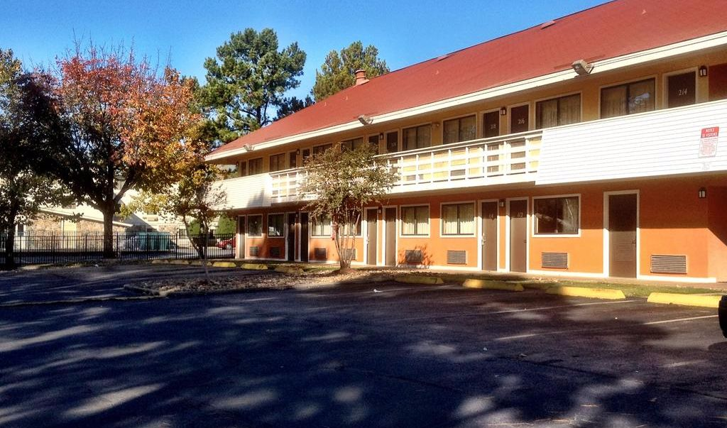 Americas Best Value Inn Little Rock- Exterior 4