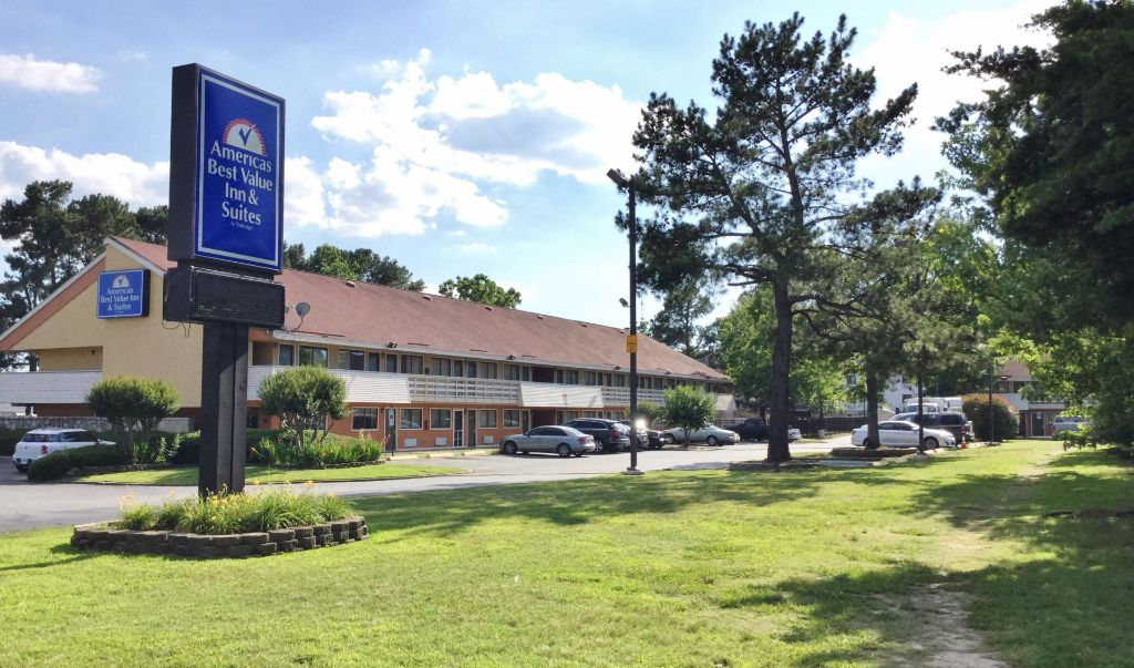 Americas Best Value Inn Little Rock- Entrance1