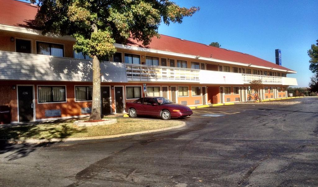 Americas Best Value Inn Little Rock- Parking