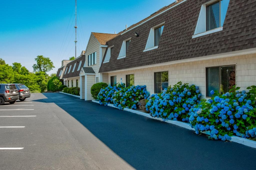 Admiralty Inn & Suites - Exterior-3