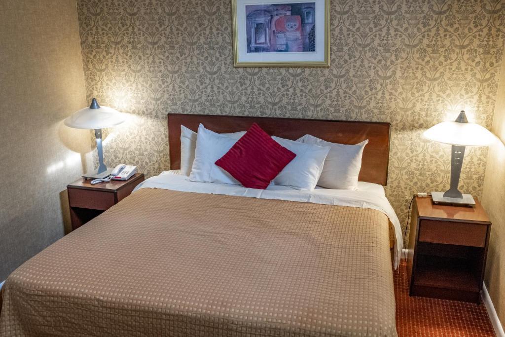 Admiralty Inn & Suites - Single Bed Room-3