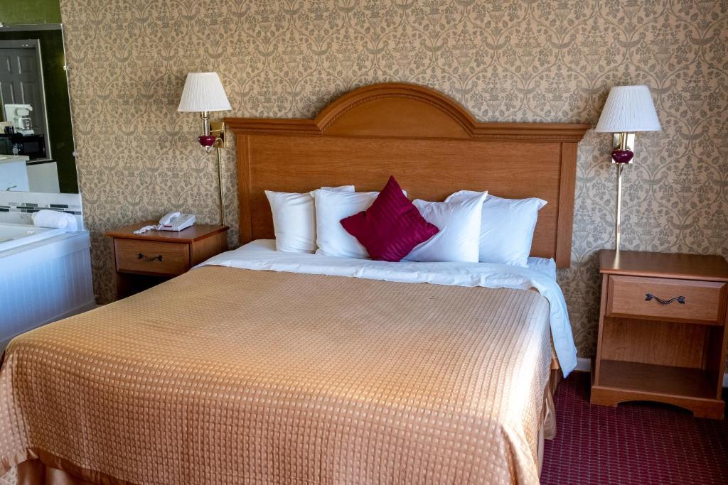 Admiralty Inn & Suites - Single Bed Room-5