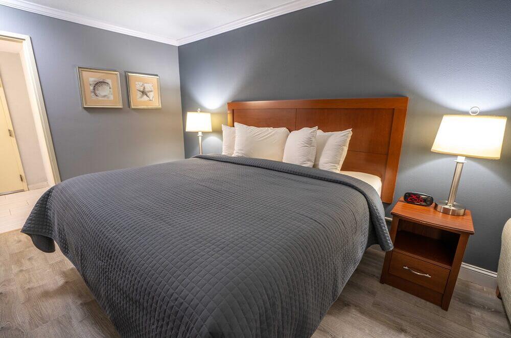 All Seasons Resort Cape Cod - Single Bed Room-3