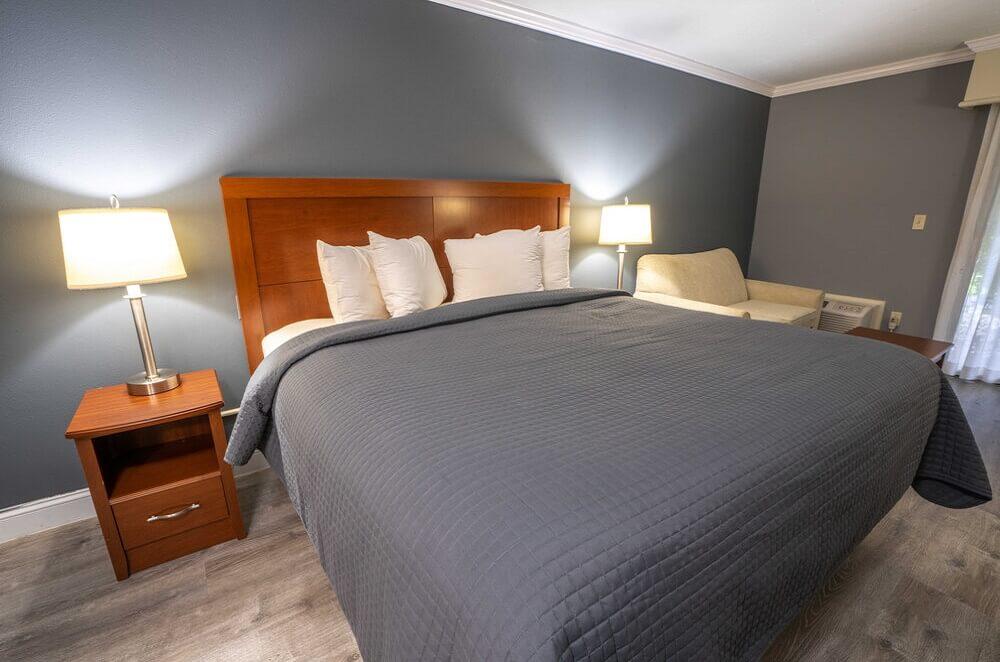 All Seasons Resort Cape Cod - Single Bed Room-1