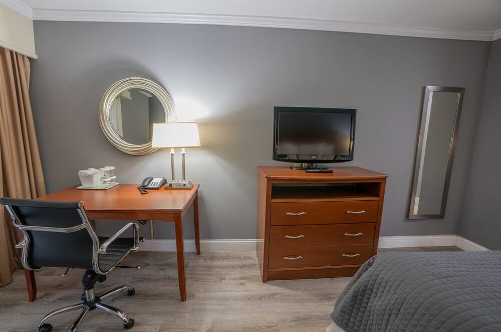 All Seasons Resort Cape Cod - Single Bed Room-5
