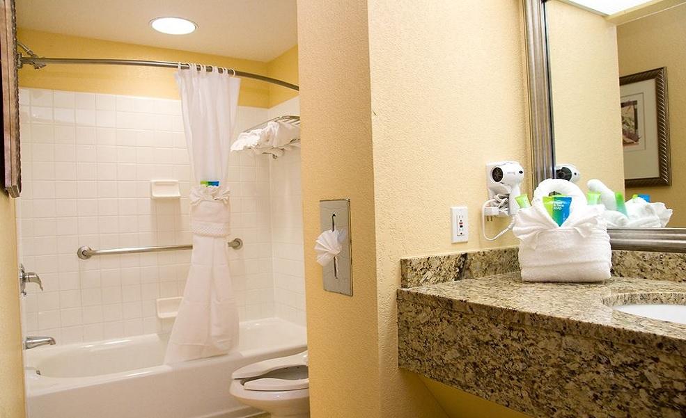 Allure Resort Orlando - Guest Bathroom