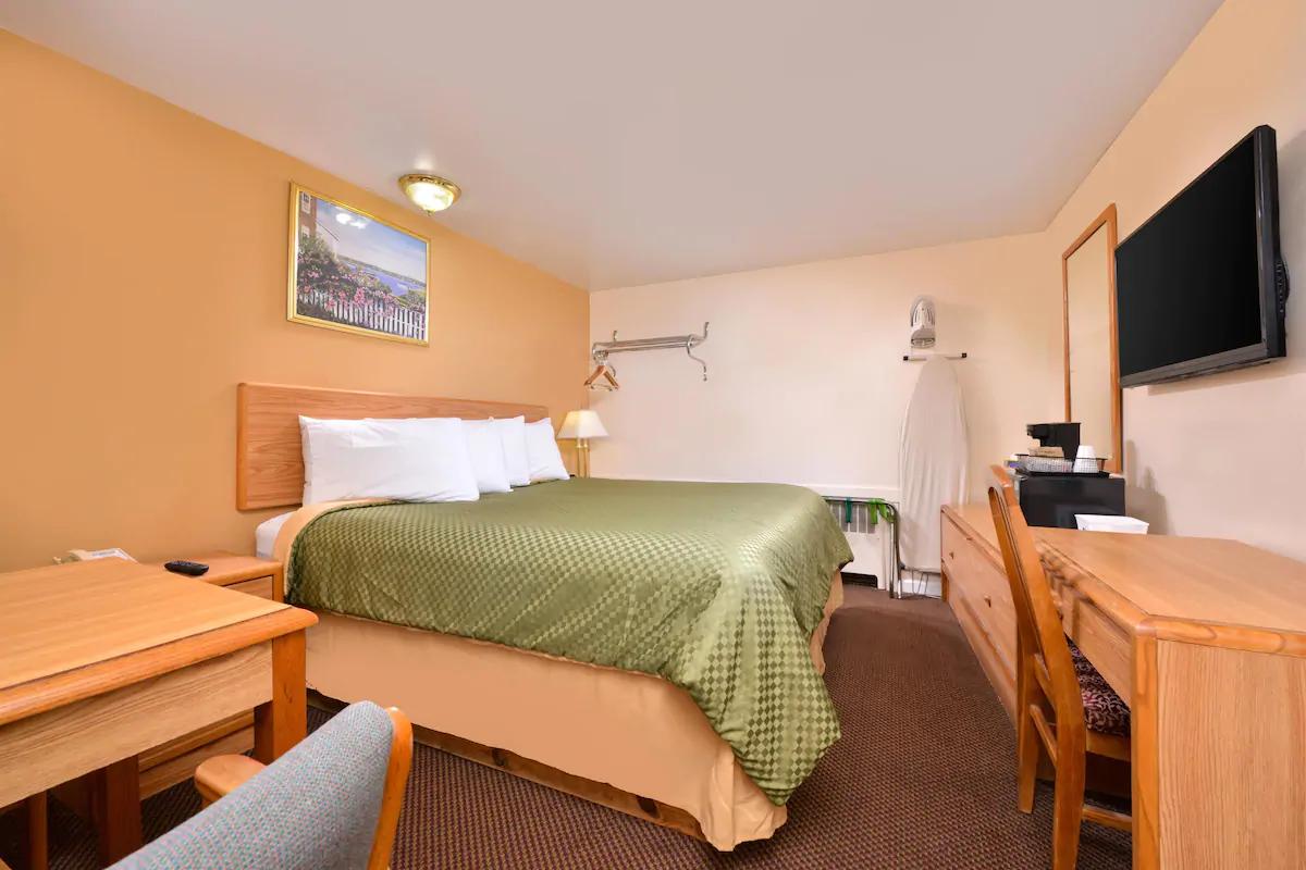 Americas Best Value Inn Jonesville - Queen Bed Room-2