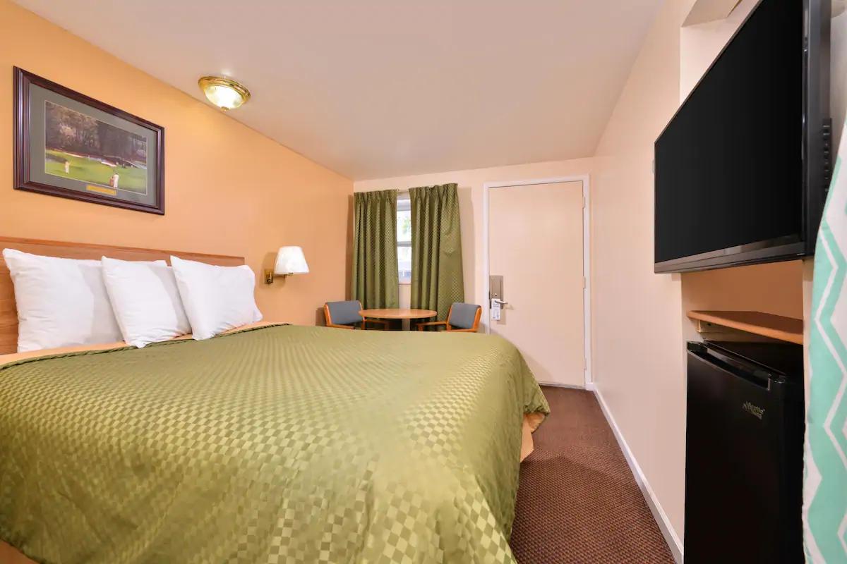 Americas Best Value Inn Jonesville - King Bed Room-2