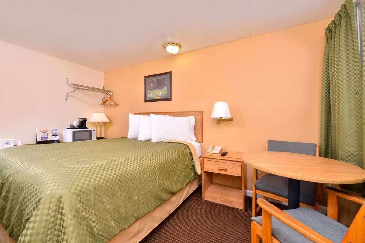 Americas Best Value Inn Jonesville - Queen Bed Room-