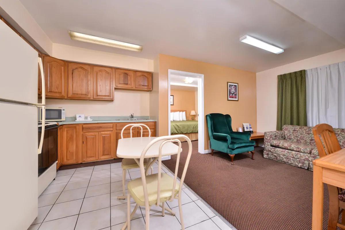 Americas Best Value Inn Jonesville - King Suite Bed -3