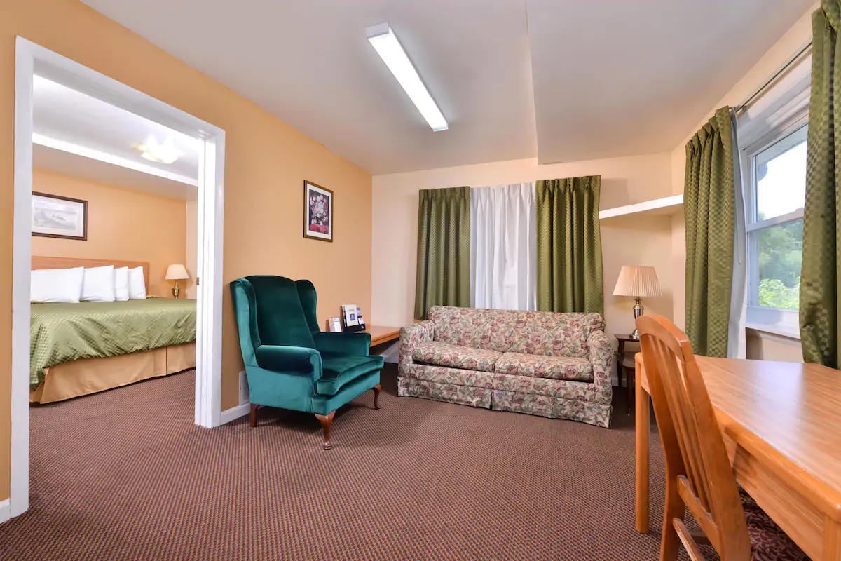 Americas Best Value Inn Jonesville - King Suite Bed -2