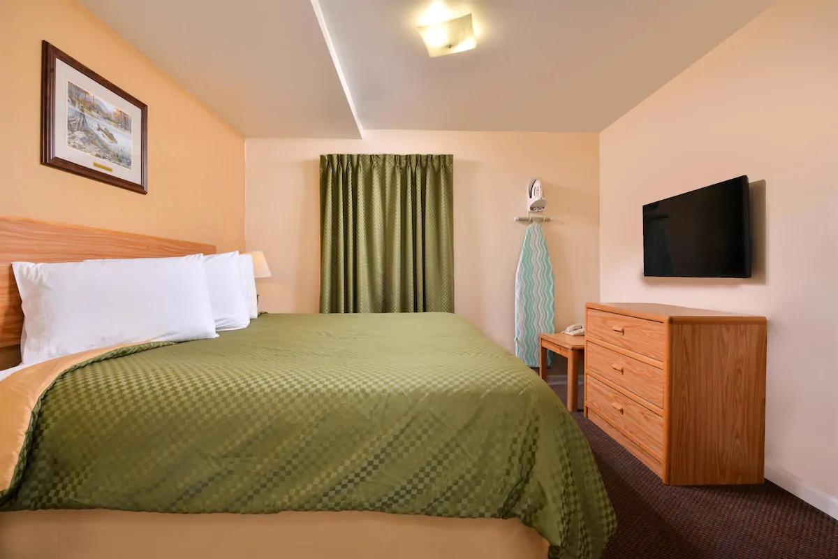 Americas Best Value Inn Jonesville - King Suite Bed -1