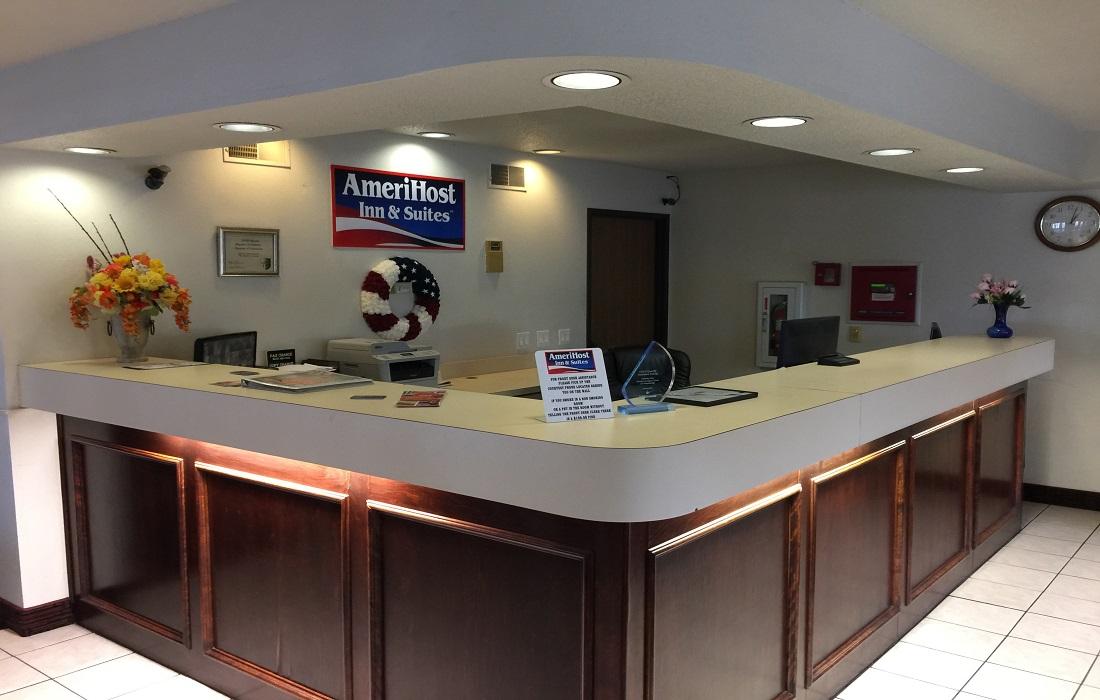 Amerihost Inn & Suites - Front Desk