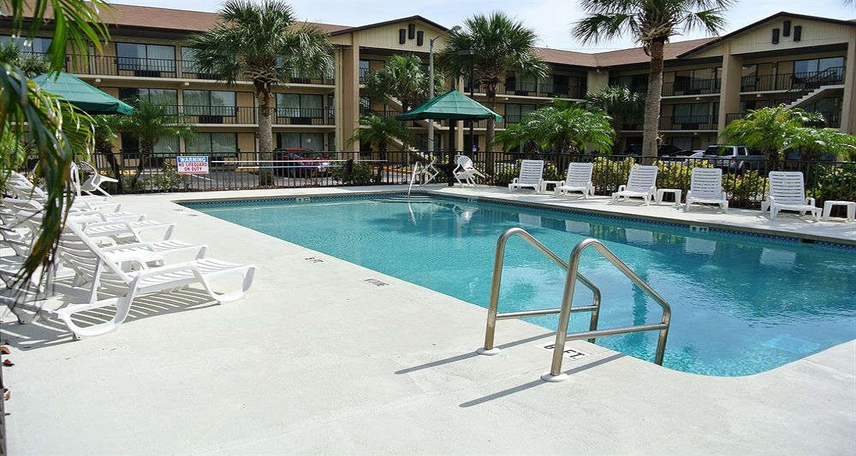 Baymont Inn & Suites - Pool-1
