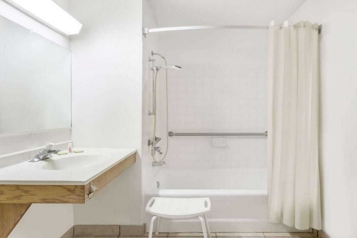 Best Inn Petersburg - Bathroom