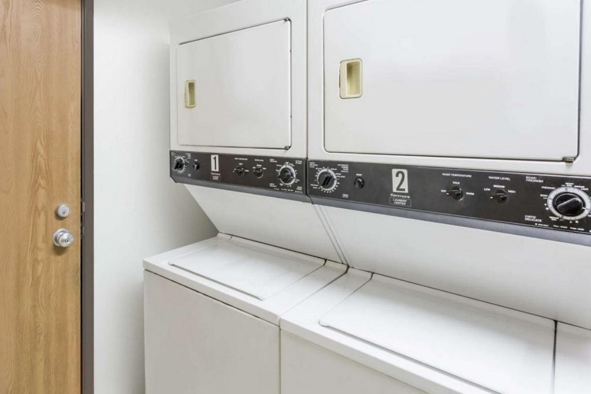 Best Inn Petersburg - Laundry Area