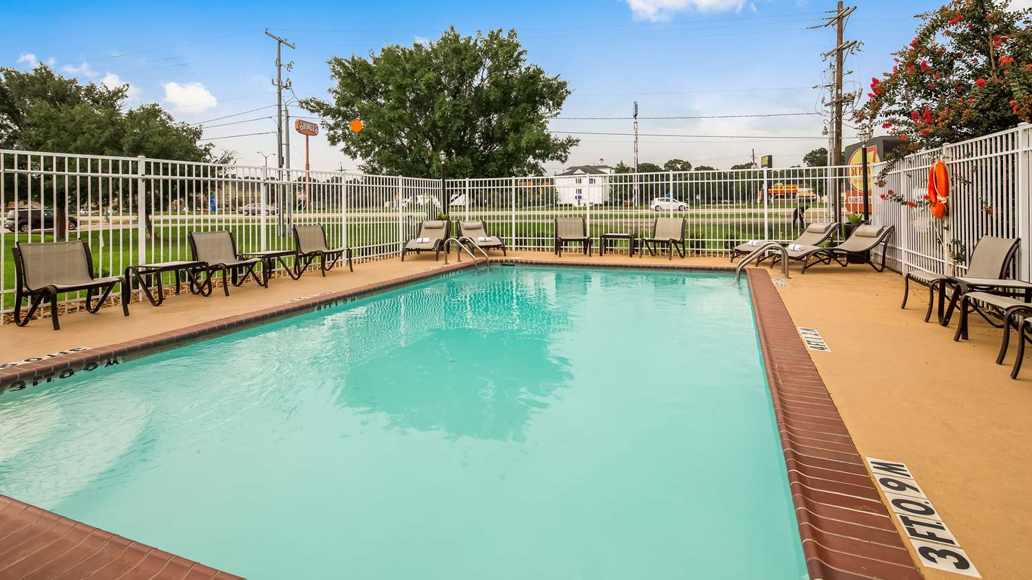 Best Western Lafayette Inn - Outdoor Pool