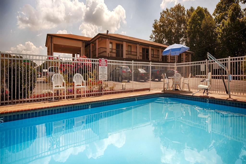 Best Western Mckenzie - Outdoor Pool