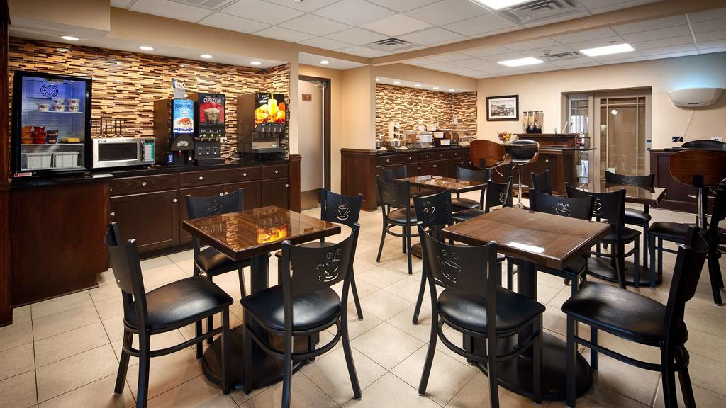 Best Western Plus Crawfordsville - Breakfast Area