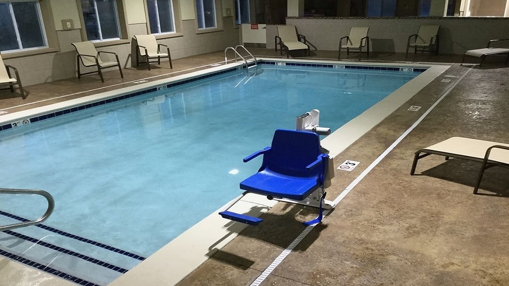 Best Western Plus Crawfordsville - Pool