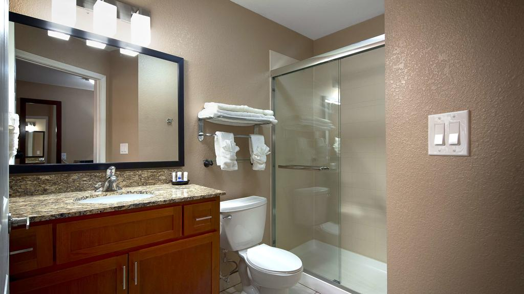 Best Western Plus Crawfordsville - Bathroom