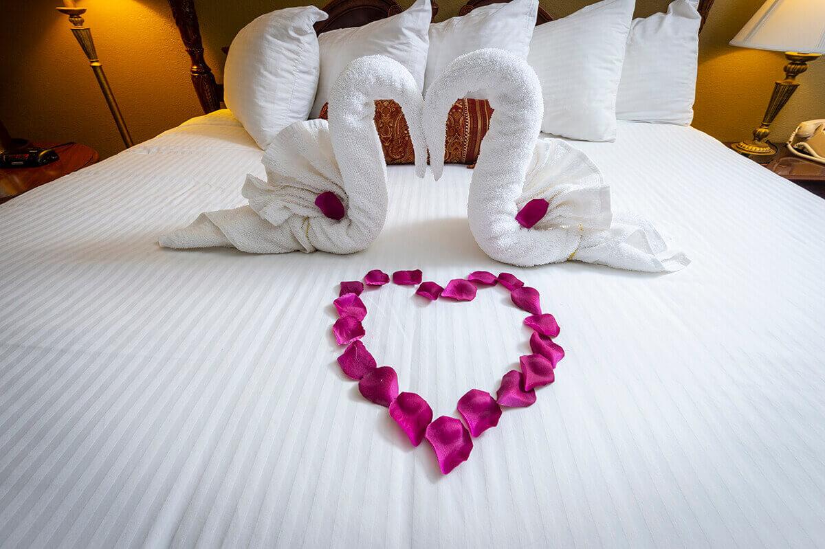 Brandywine River Hotel - Honeymoon Suite with Fireside & Jacuzzi-1