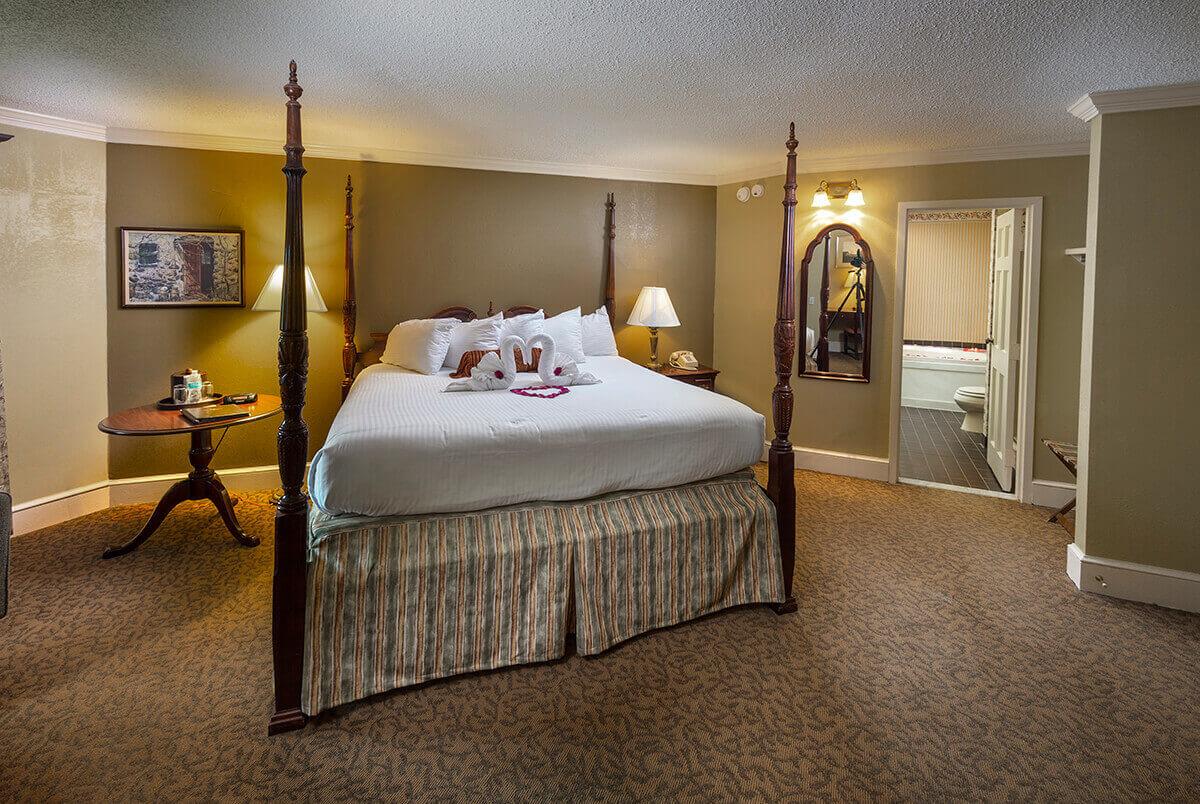 Brandywine River Hotel - Honeymoon Suite with Fireside & Jacuzzi-2