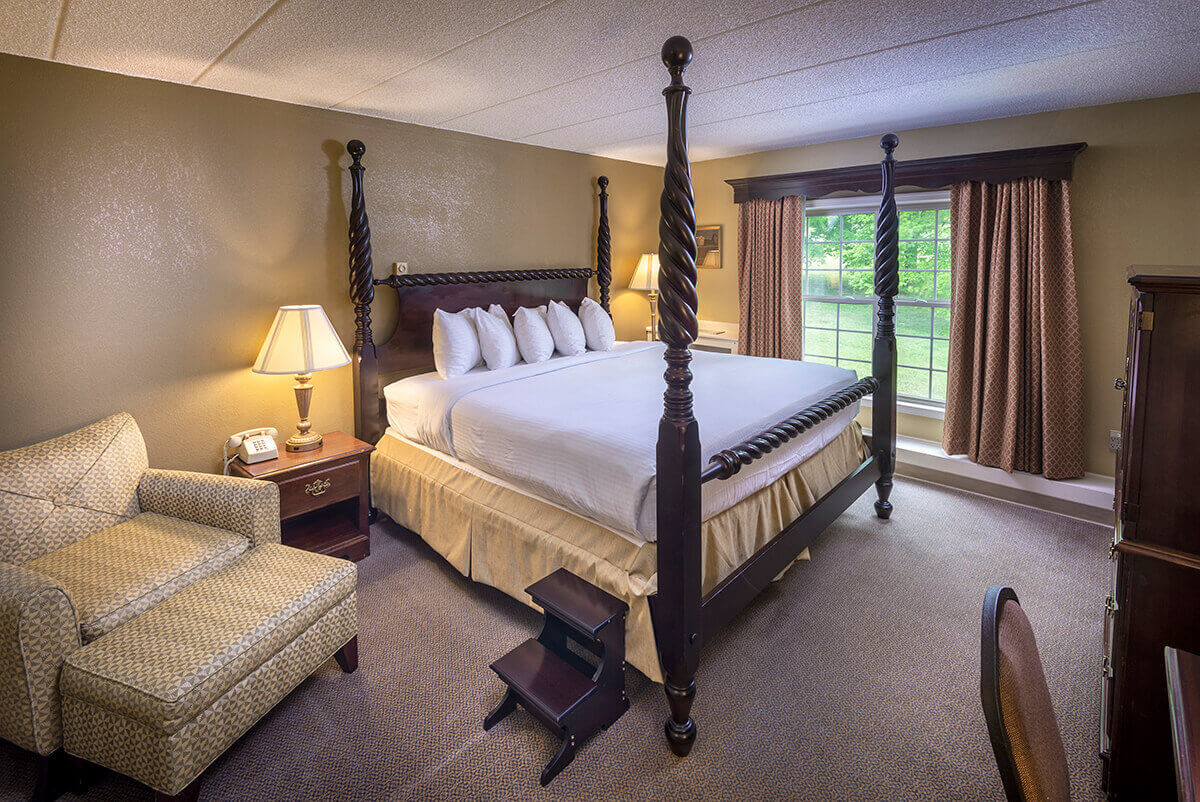 Brandywine River Hotel - Premier Suite with Fireside & Jacuzzi-2