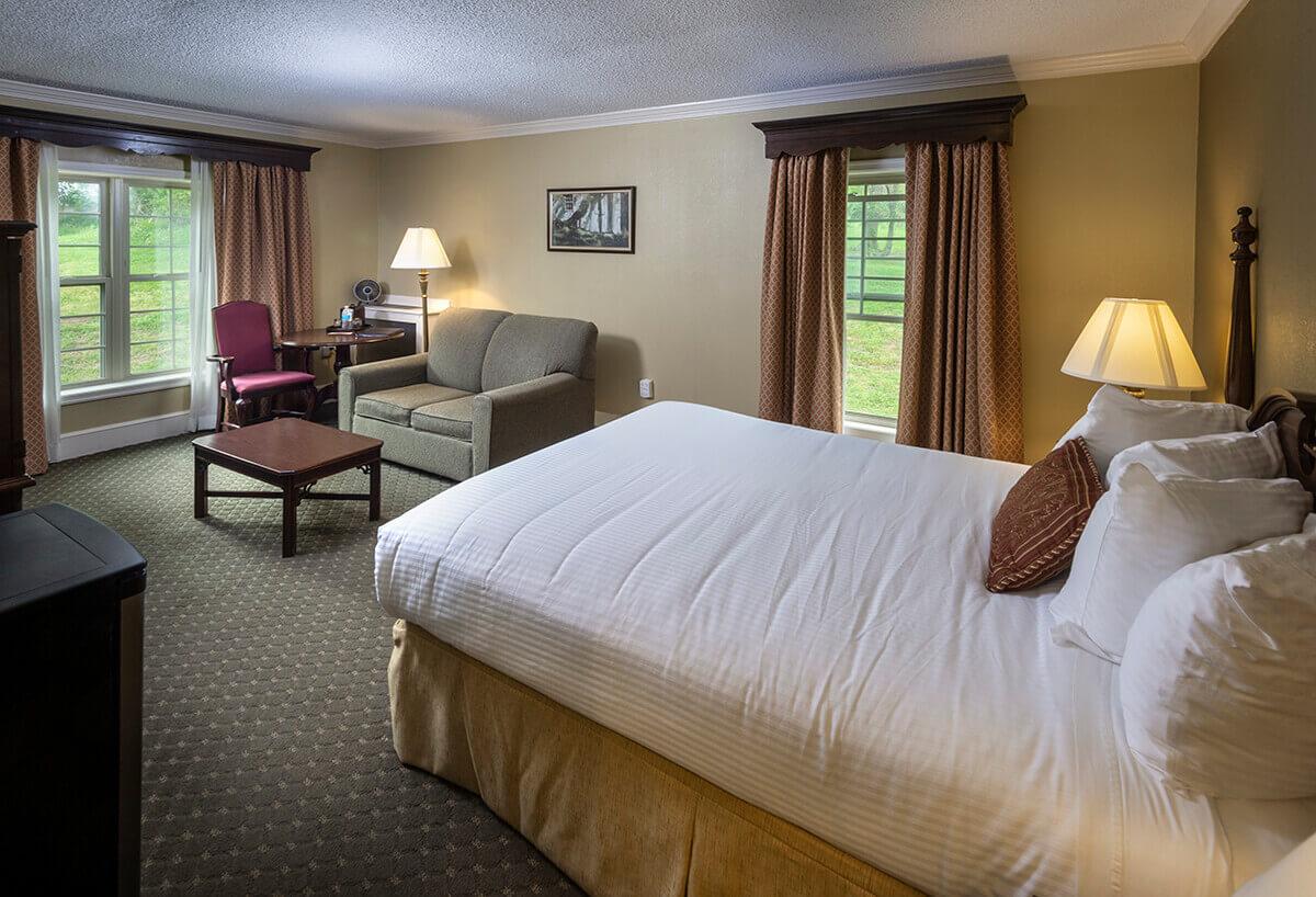 Brandywine River Hotel - Queen Fireside & Jacuzzi Suite-4