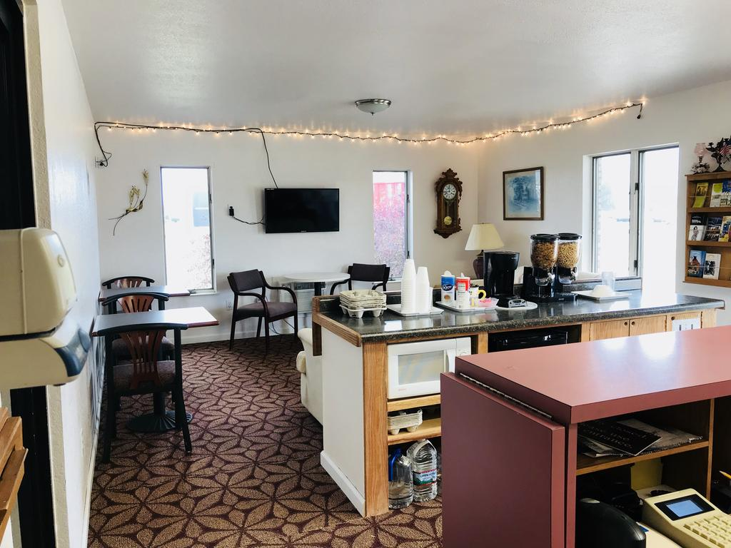 Brass Bell Inn and Suites - Breakfast Area-1