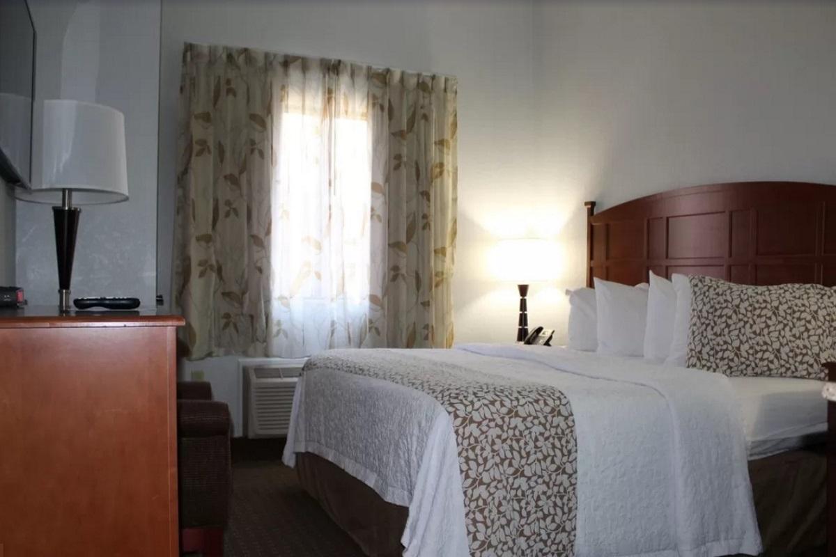 Brookstone Lodge Asheville - Single Bed Room