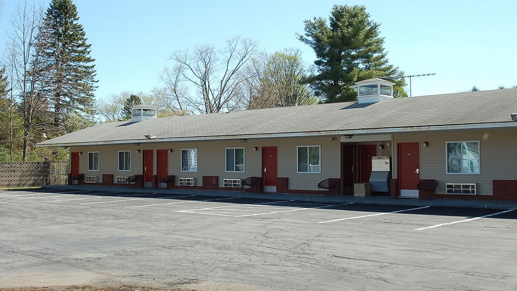 Budgetel Inn South Glens Falls - Exterior-4