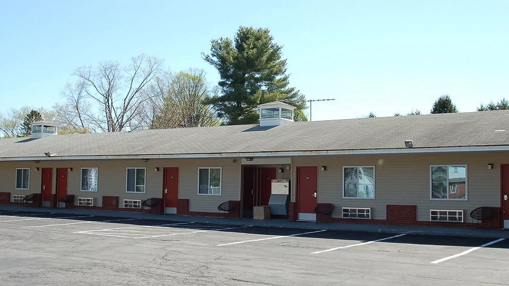 Budgetel Inn South Glens Falls - Exterior-1