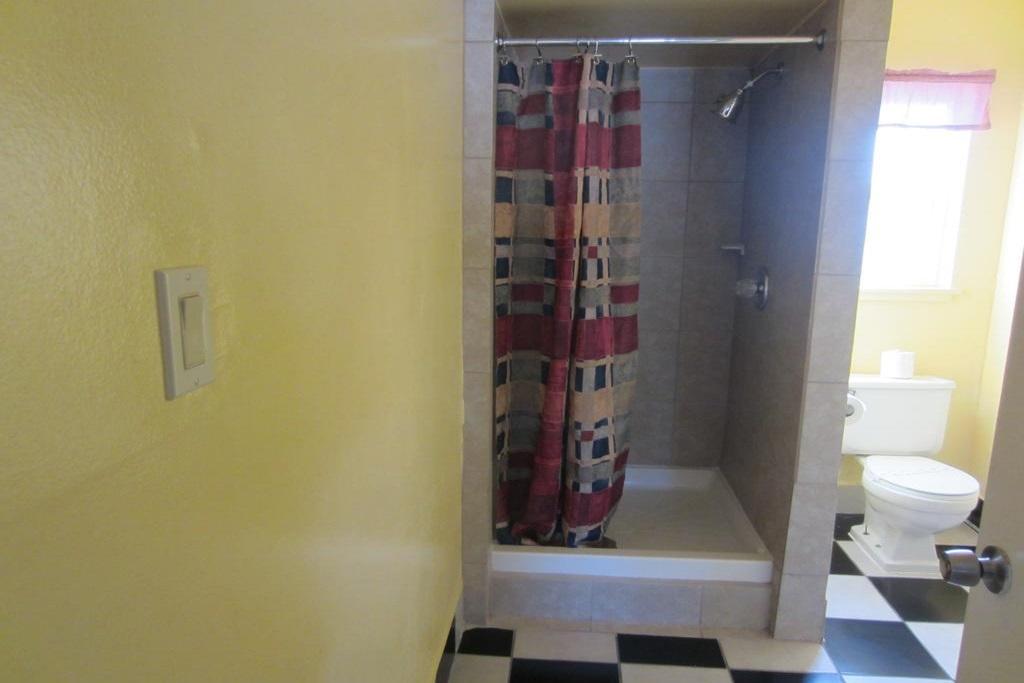 Budget Inn Lake Tahoe - Guest Bathroom