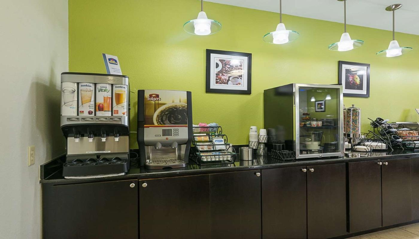 Best Western Plus DeRidder Inn & Suites - Breakfast Area-1