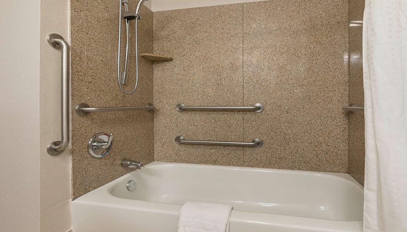 Best Western Plus DeRidder Inn & Suites - Guest Bathroom