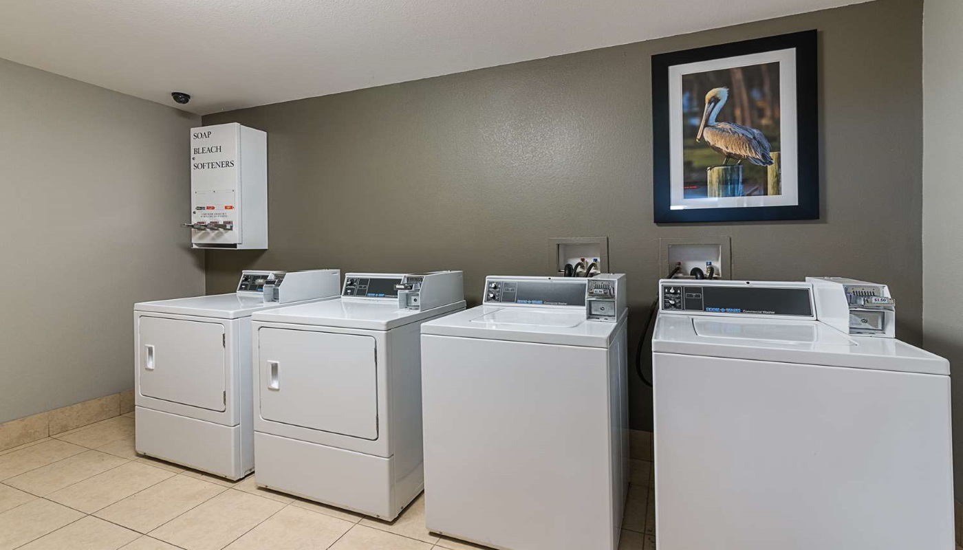 Best Western Plus DeRidder Inn & Suites - Laundry Area