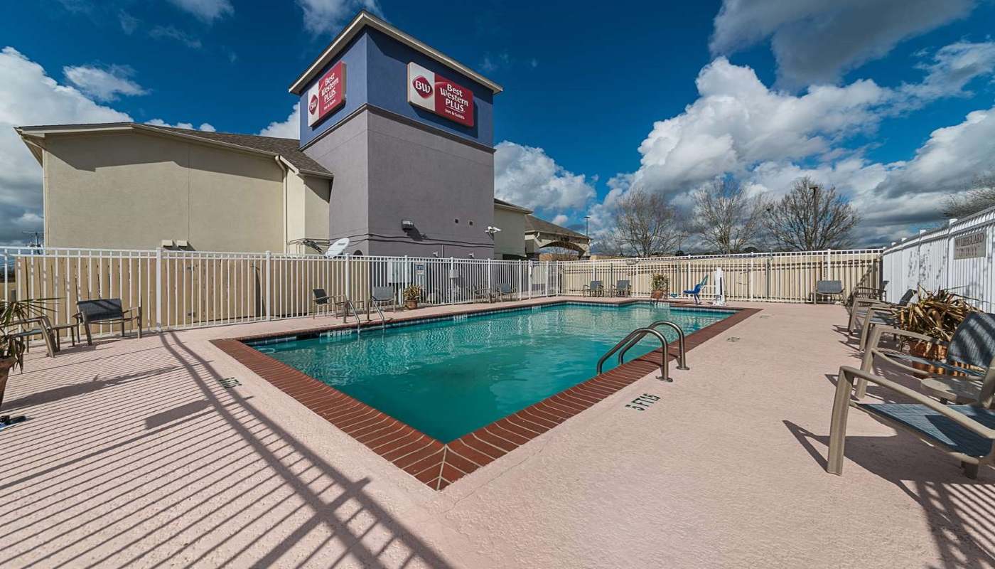 Best Western Plus DeRidder Inn & Suites - Outdoor Pool-1