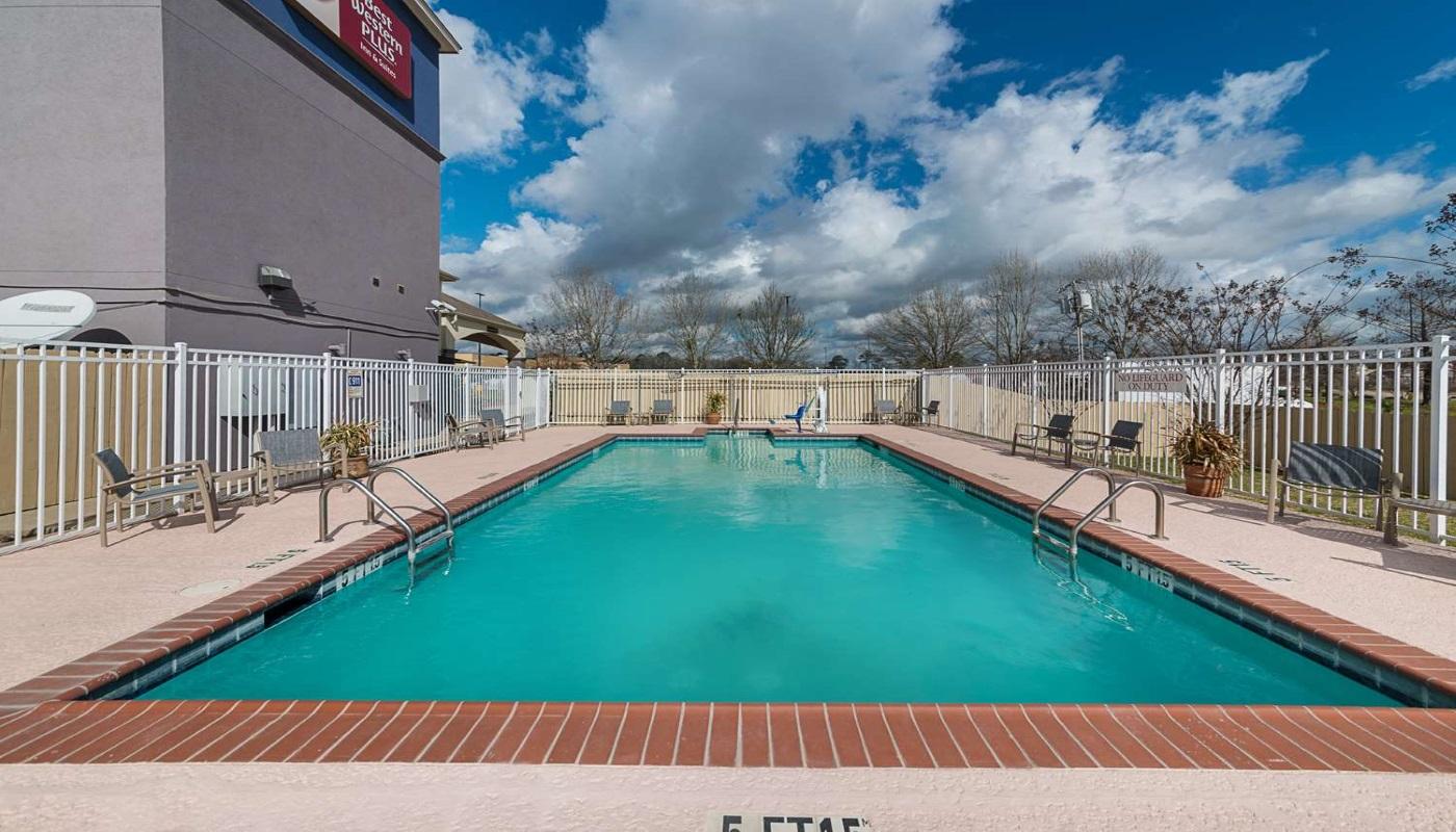 Best Western Plus DeRidder Inn & Suites - Outdoor Pool-2