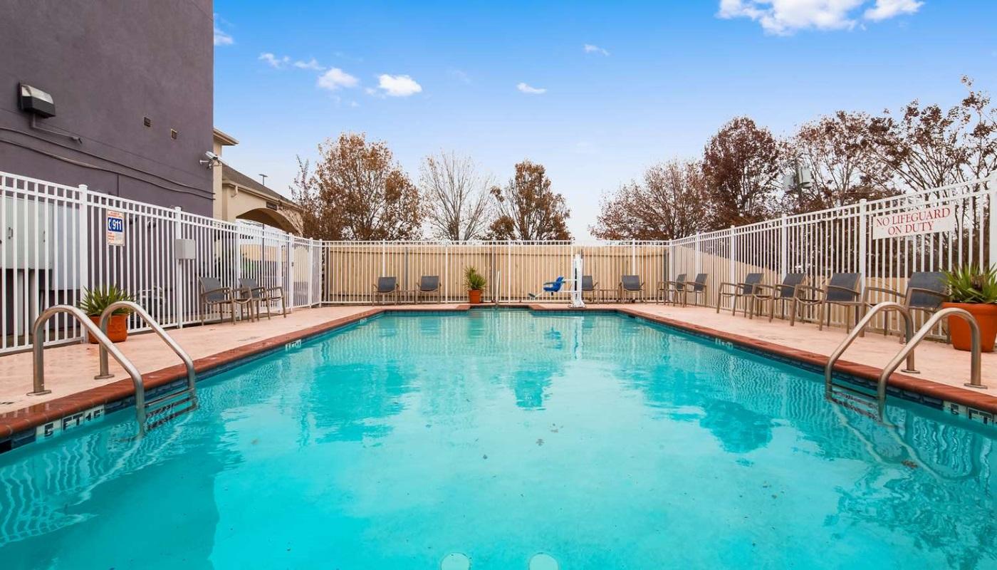 Best Western Plus DeRidder Inn & Suites - Outdoor Pool-3